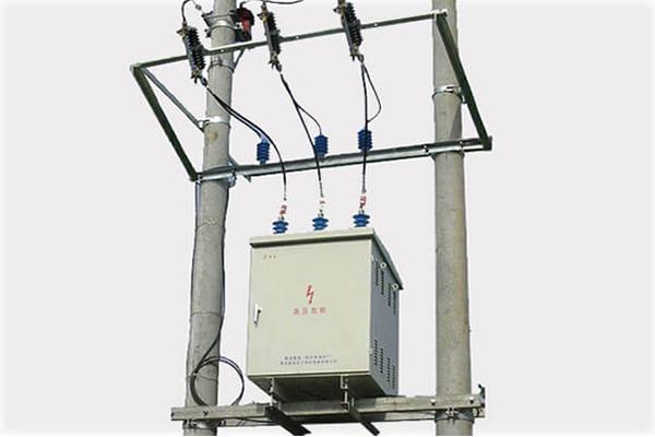 Panel de compensación de potencia reactiva montado en polo